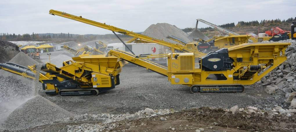 Keestrack Jaw crusher B3 and K3 screen in quarry